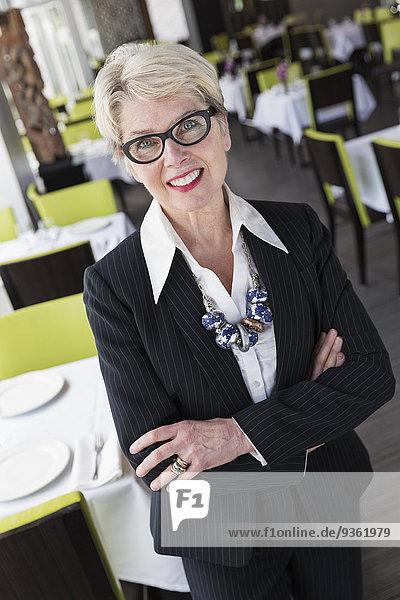 Europäer Geschäftsfrau lächeln Restaurant