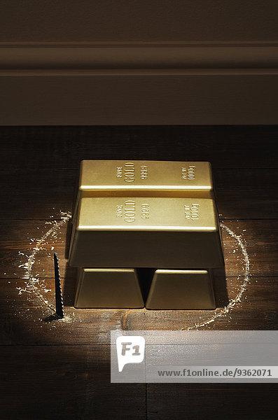 Boden Fußboden Fußböden schneiden Gold Diebstahl klauen Säge