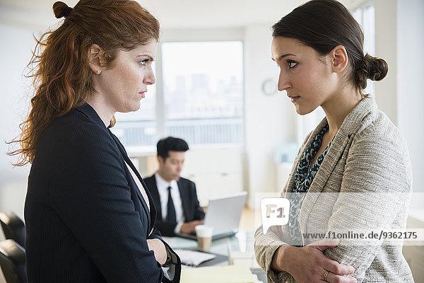 Geschäftsfrau ernst Büro