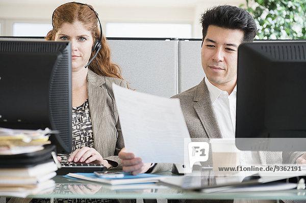 Schreibtisch Mensch Menschen arbeiten Business