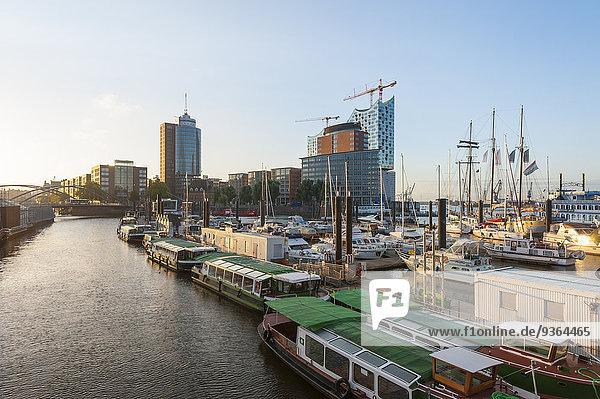 Deutschland  Hamburg  Niederhafen  im Hintergrund die Kehrwiederspitze