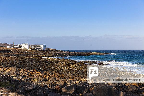 Spanien  Kanarische Inseln  Lanzarote  Costa Teguise  El Orinete  Haus an der Küste