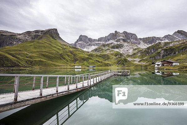 Österreich  Vorarlberg  Lechtaler Alpen  Zuersersee  Holzsteg