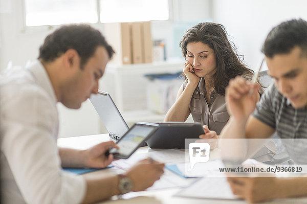 benutzen Mensch Technologie Büro Menschen Hispanier Business