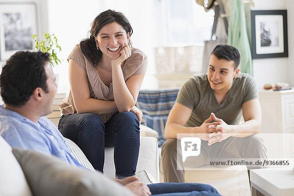 sprechen Freundschaft Zimmer Hispanier Wohnzimmer