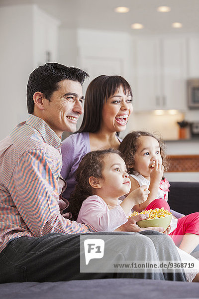Zusammenhalt sehen Couch Fernsehen