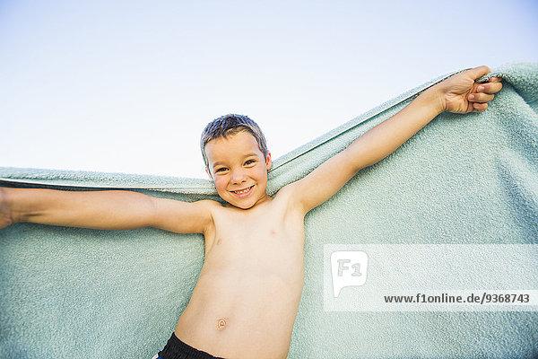 Außenaufnahme Europäer Junge - Person Handtuch freie Natur spielen