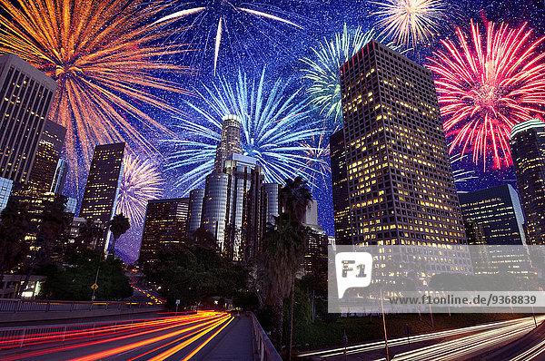 Vereinigte Staaten von Amerika USA über explodieren Kalifornien Innenstadt Feuerwerk