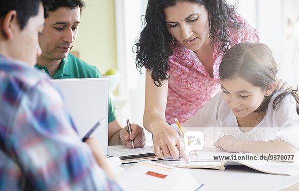 Zusammenhalt Hispanier Tisch Hausaufgabe