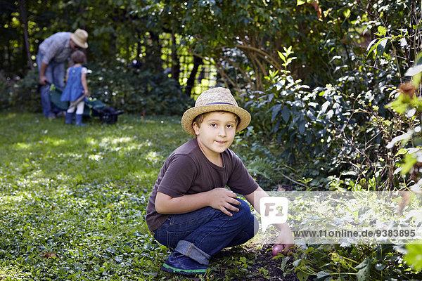 Family Gardening  Munich  Bavaria  Germany