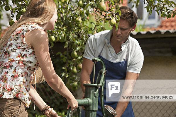 Zusammenhalt arbeiten Garten Mittelpunkt Erwachsener Pumpe