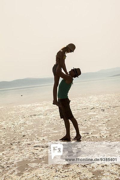 Strand bizarr jung