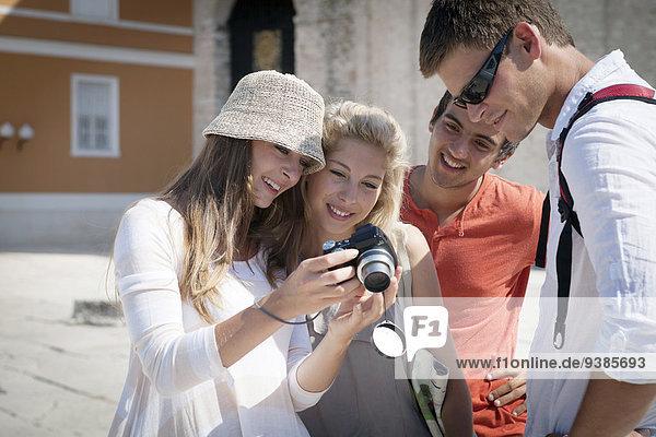 Mensch sehen Menschen Blick in die Kamera jung