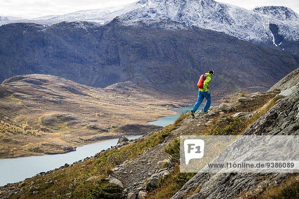 Berg Mann folgen wandern vorwärts Geschwindigkeit