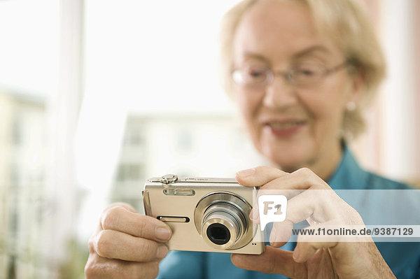 Senior Senioren benutzen Frau