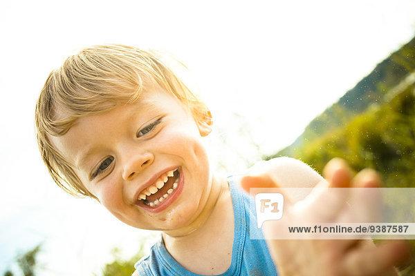 Seife blond Junge - Person klein Blase Blasen Haar spielen
