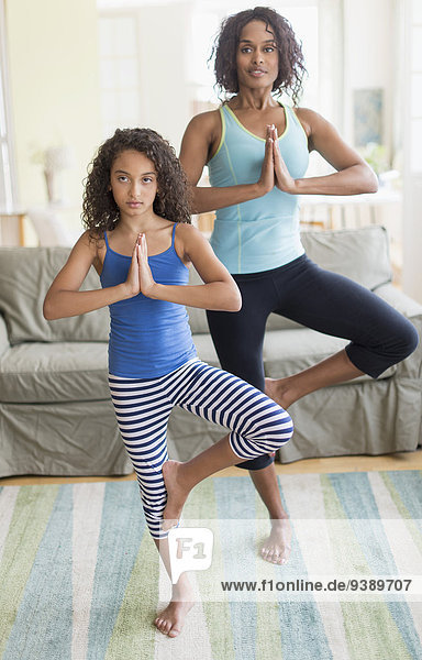 Pose Zimmer Yoga Tochter 5-9 Jahre 5 bis 9 Jahre Wohnzimmer Mutter - Mensch