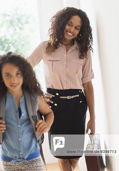 gehen Schule (Einrichtung) Tochter 5-9 Jahre 5 bis 9 Jahre Mutter - Mensch