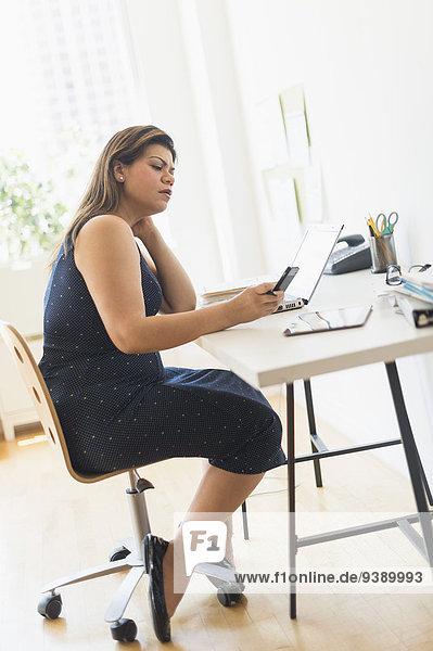 Frau arbeiten Heimarbeitsplatz