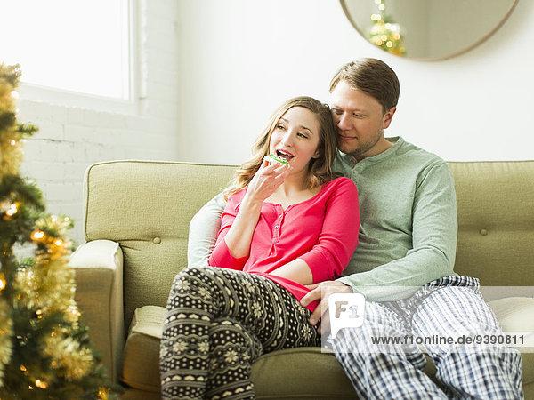 sitzend Couch Weihnachten jung