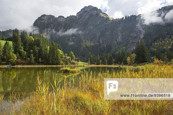 Europa Wolke Natur Herbst Berner Oberland Kanton Bern Bergsee Schweiz Wetter