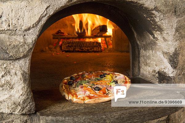 Europa Lebensmittel Hotel Restaurant Pizza essen essend isst Kanton Graubünden Gastronomie Schweiz