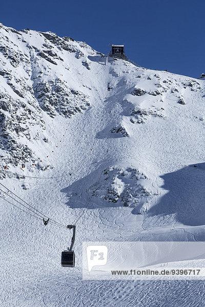 Europa Berg Winter Skisport Ski Spur Verbier Seilbahn Schotterstrasse Schweiz