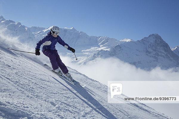 Frau Berg Winter schnitzen Skisport Ski Berner Alpen Mönch Wintersport