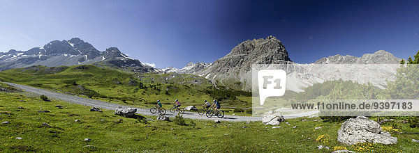 Mountainbikefahrer Mountainbike mountain bike Frau Berg Mann Fahrrad Rad Kanton Graubünden Fahrrad fahren