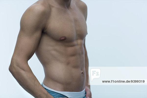 Muskulöser Mann  nackt  Mittelteil