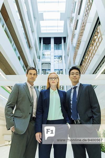 Geschäftsleute im Bürogebäude