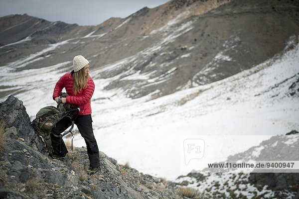 Rucksack junge Frau junge Frauen Berg Winter Vorbereitung Wüste Insel