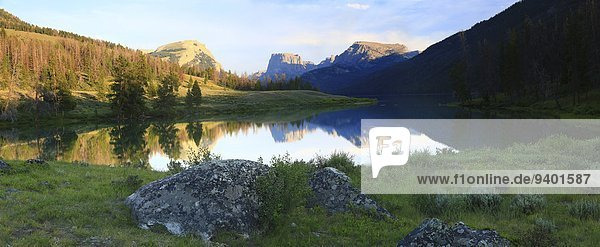 Squaretop Mountain located in Bridger-Teton National Forest,  Wyoming towers over Green River and Green River Lakes