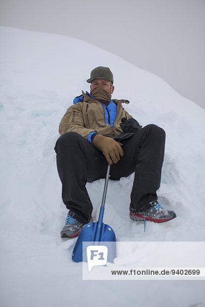 Winter Mann Schaufel