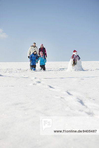 nahe stehend Schnee Schneemann