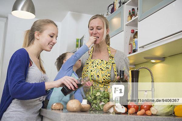 Sohn Salat Duft Tochter Mutter - Mensch füttern
