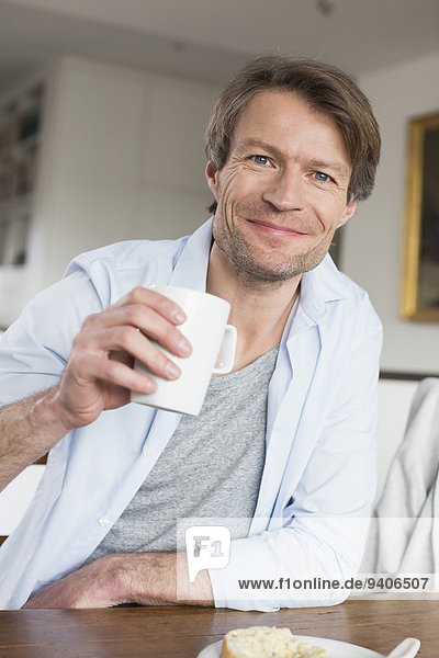 Portrait Mann lächeln reifer Erwachsene reife Erwachsene Kaffee
