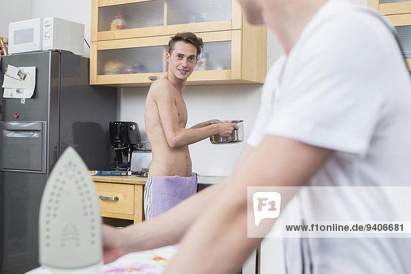 Küche jung Hausarbeit