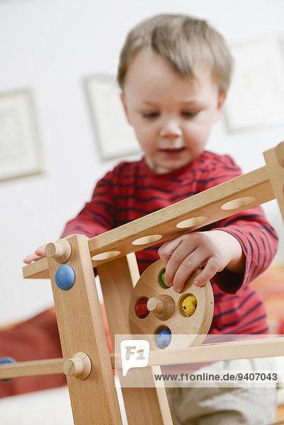 Junge - Person Spiel spielen Geschicklichkeit