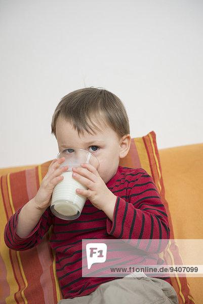 Portrait Junge - Person trinken Milch