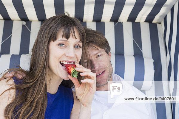 Erdbeere essen essend isst