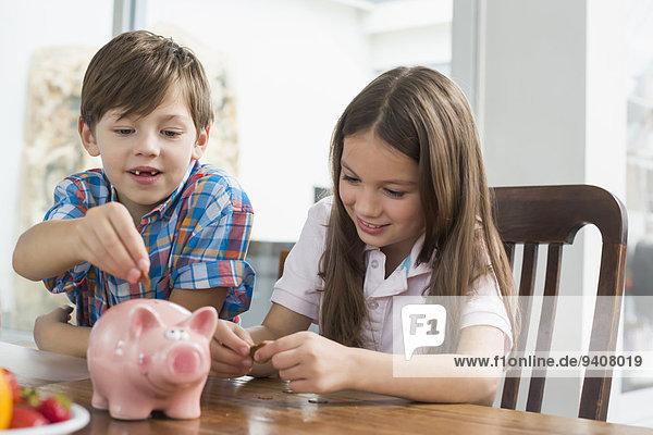 Geld heraustropfen tropfen undicht 2 Bank Kreditinstitut Banken