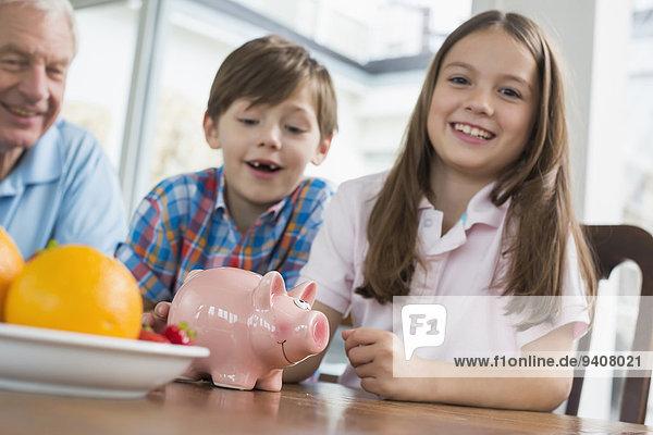 Fröhlichkeit Großvater 2 Bank Kreditinstitut Banken
