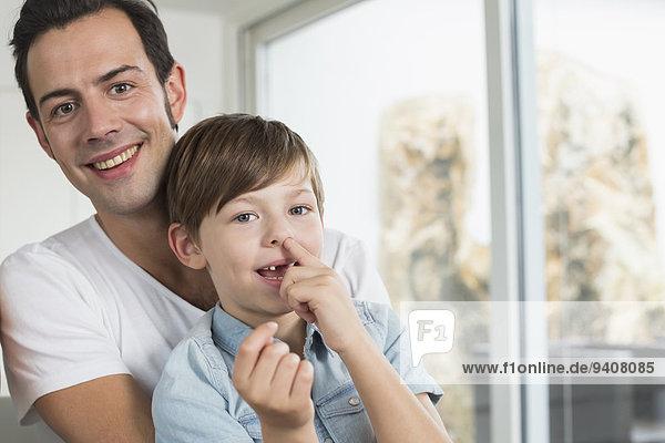 lächeln Menschlicher Vater Sohn aufheben