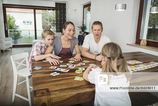 Zusammenhalt Zimmer Spiel Wohnzimmer spielen