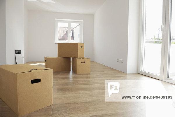 leer Zimmer Apartment Holzboden neu