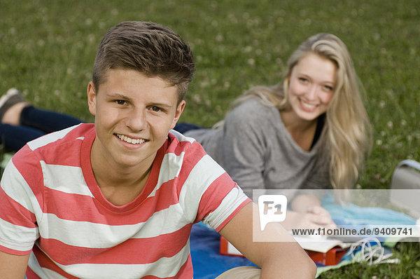 Portrait Jugendlicher lächeln