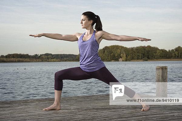 Frau üben Steg Yoga
