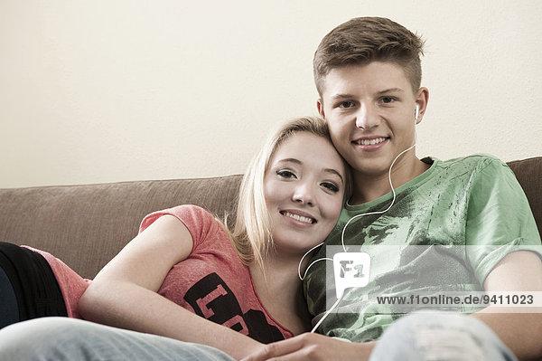 Portrait Jugendlicher Couch