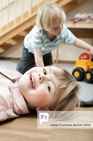 Kindergarten Junge - Person klein Mädchen spielen